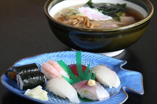 中国人「日本の寿司はさっぱり系だが、ラーメンは脂っぽく塩っけが強い。日本人はどっちが好きなの?」