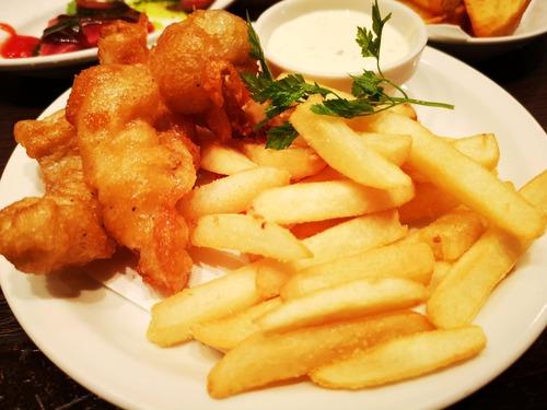 イギリス料理まずいまずい言われるけどフィッシュアンドチップスは普通にうまくね?
