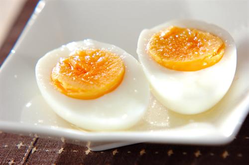 ゆで卵って作る時に水どれくらい入れる? 普通は1cmくらいだよな