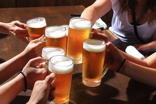 酒は飲めるが顔が赤くなる人が大量飲酒を続けると、80歳までに5人に1人が食道や喉のがんになる