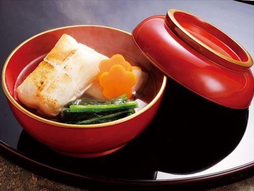 石川県のお雑煮の餅は「四角」と「丸」半々...そこには歴史的な理由が 関東角餅、関西丸餅だそうです
