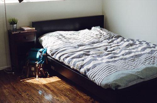 bed_bedroom_furniture_room-986184_R