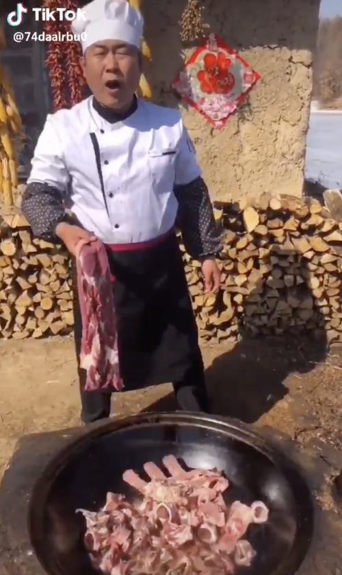 中国人コックが大鍋でハイテンションで料理を作る動画が面白いと俺の中で話題に