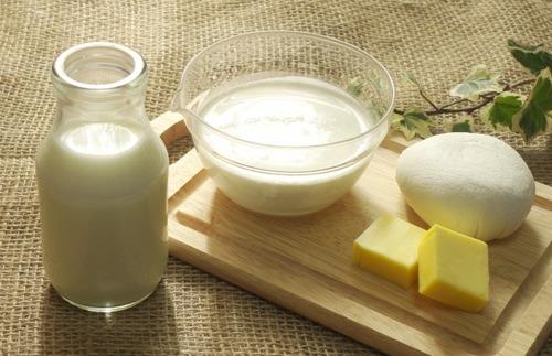 農家「牛乳余ってる」農協「みんな牛乳買って」テレビ「みんな牛乳買おうよ」