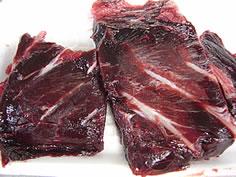まぐろの血合いで作る干物。千葉土産にある「鯨のタレ」が好きな人なら気に入ると思う。