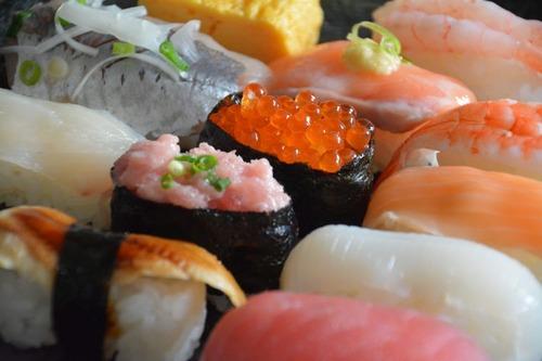 【朗報】江戸時代の寿司、成人男性のゲンコツくらいの大きさだった