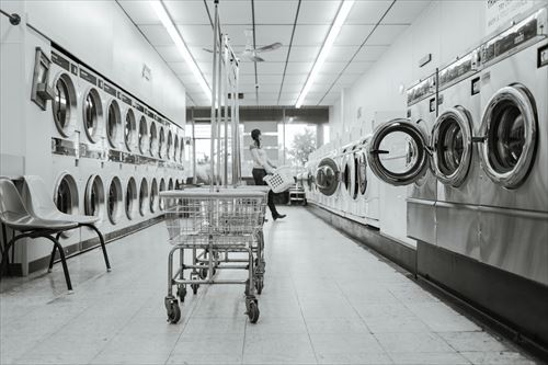 black-and-white-clean-housework-launderette_R