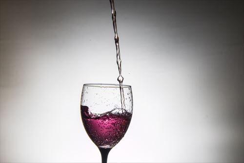 【緊急】酔っ払いに故意にワインぶっかけられたんやけど110番してええんよな?
