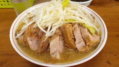 ラーメン二郎に昼食べに行ったらニンニク入れてるサラリーマンが多くて驚いた