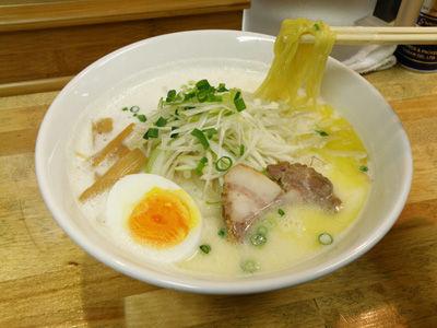 藤沢、辻堂、鎌倉…湘南に広がる味噌ベースの「牛乳ラーメン」は新たな名物となるか?