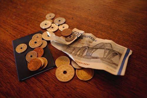 普通に生きてれば、いや普通に生きて無くても借金なんてするか?