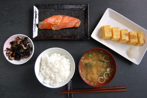 女さん「旦那の晩ご飯なんて、焼き魚→カレー→カレー→生姜焼き→肉じゃがでいいw」