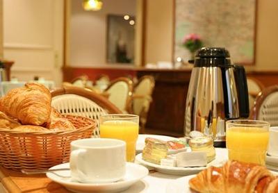 朝食バイキングでベーコンと卵を山盛りに盛るデブは恥ずかしくないの?