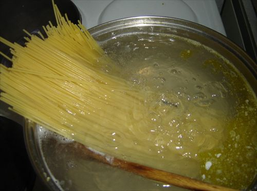 Spaghetti-cooking_R