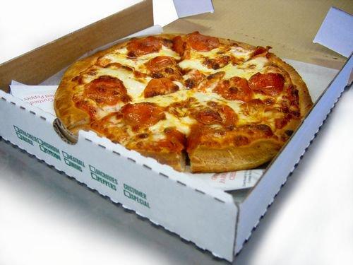 「もしもし、ピザの宅配お願いします」→部屋の前で待ち伏せ→店員から強盗