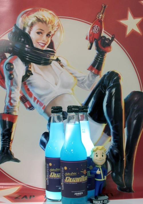 青白く発光するデンジャラス飲料「ヌカ・コーラ クアンタム」が海外販売、日本への発送にも対応