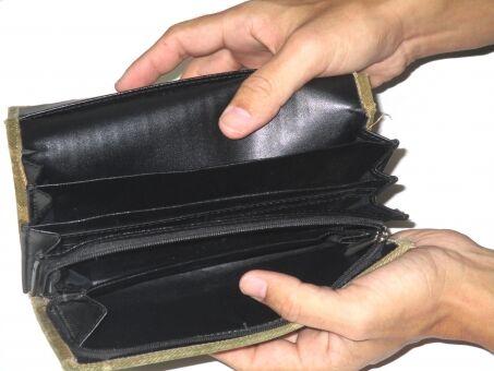 食事をおごられるとわかっている状況で「財布を出すフリ」出す派が75.6% あれって正しいの?