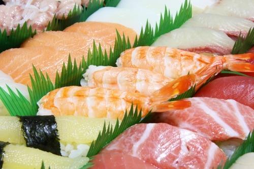 消費税軽減税率の線引き回転寿司、食べきれず持ち帰れば外食扱いで消費税10%