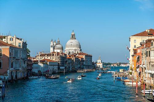 イタリア在住やけどなんか質問あるか?