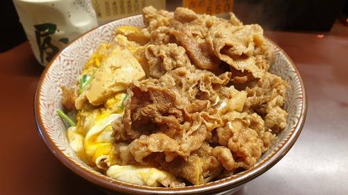 カツ丼(攻撃力2500)「合体だ!」 牛丼(攻撃力1500)「おう!」