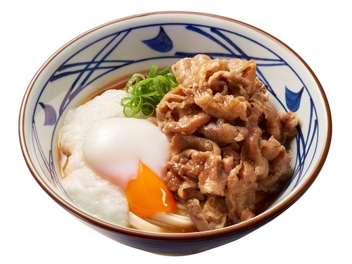 丸亀製麺、牛肉と温泉玉子、とろろを合わせた「牛とろ玉うどん」を発売