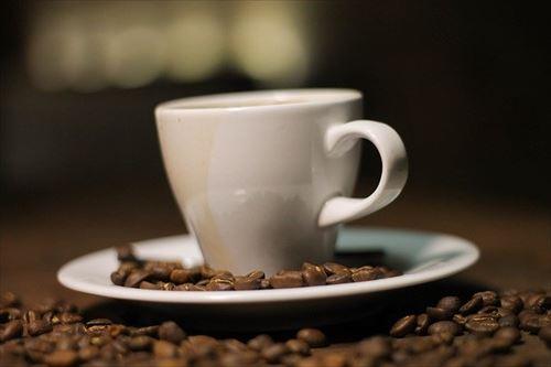 ブラックコーヒー飲んでる人って雪印コーヒー牛乳より美味いと思って飲んでんの?