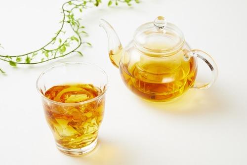 麦茶←うまい、烏龍茶←うまい、緑茶←うまい、ジャスミン茶←なんやこいつ