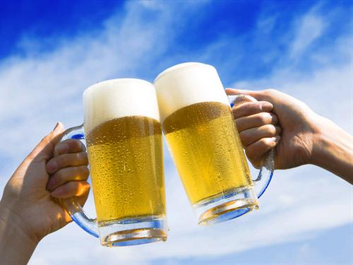 仕事の昼休みに外食で生ビール飲む事よくあるよな