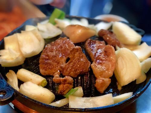 北海道行って1時間待ってランキング1位のジンギスカン食べた結果wwwwww【画像】