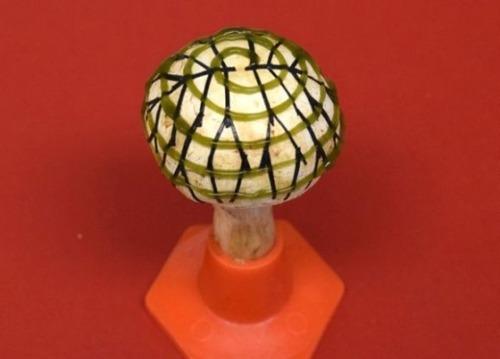 キノコにバクテリアを3Dプリンターで印刷することで発電キノコが誕生(米研究)