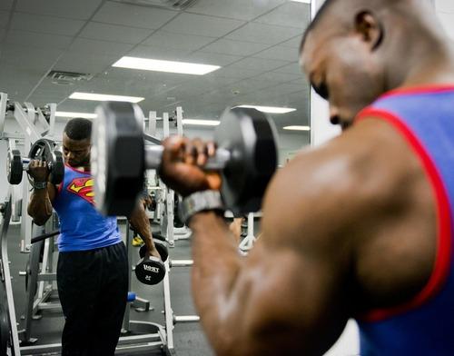 ワイ、筋トレを趣味にして1ヶ月毎日やってるのに筋肉に変化無し