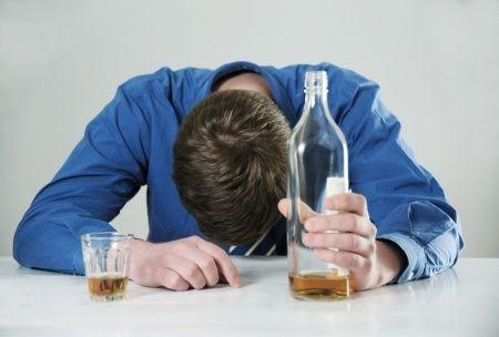 「深酒」によるアメリカの経済損失は30兆円、二日酔いの悪影響など