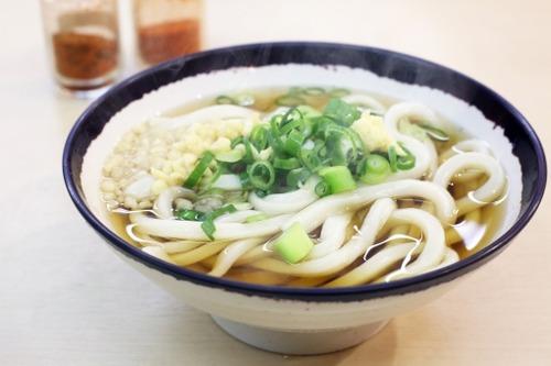 香川ってうどんが200円程度で食べられるってまじ?