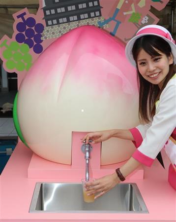 岡山駅に桃の果汁が出る蛇口が登場!子供らは笑顔で「もっと飲みたいよう」。