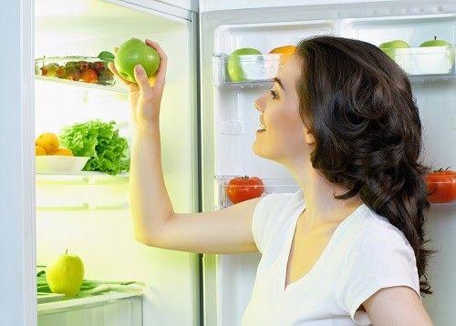 冷蔵庫に入れてはいけない食品 トマト、ナス、しゃがいも、バナナ、はちみつ、みりんなど