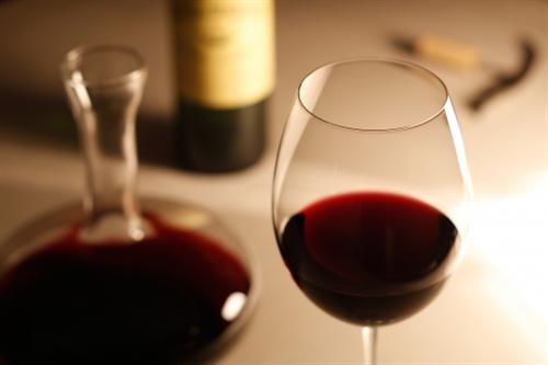 世界で最も多く酒を飲む国はあの国