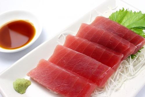 YOSHIKI刺身を食す→マナー厨「わさびを醤油に溶くのはマナー違反!」