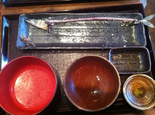 【画像あり】お前ら、峯岸みなみより秋刀魚を綺麗に食べられるの?