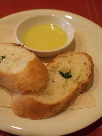 フランスパンにオリーブオイルつけて食べてる奴wwwwwwwww