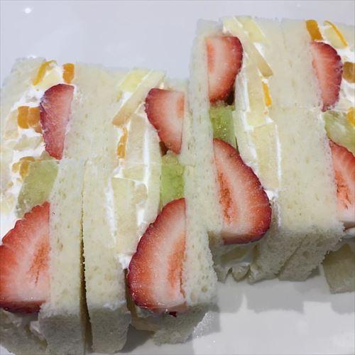 フルーツサンドって日本発祥なんだな