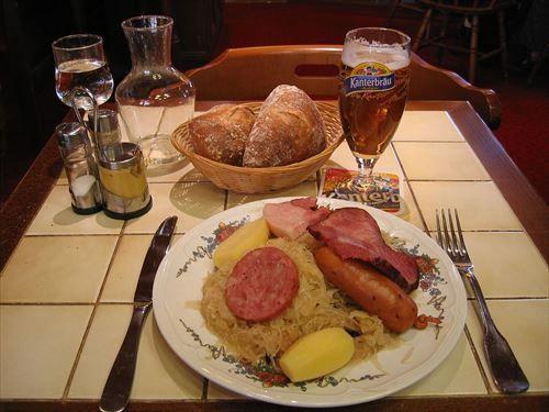 ドイツに行った日本人「毎日ジャガイモとソーセージとザワークラウトとビールしかなくつらい」