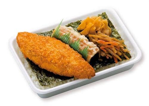 のり弁って変な魚のフライやめて唐揚げにすれば売上70倍くらいに伸びるよな