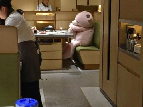 """【画像】中国の """"ぼっち飯対策"""" がヤバすぎる!!"""