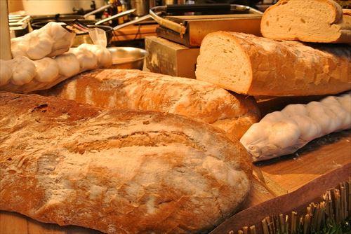 【悲報】裁判所「パンをちぎらなかったから4000万円払え」