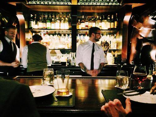 好きな子(23)「え、BARにきてビール?(笑)もしかしてお酒初心者ですか?(笑)」
