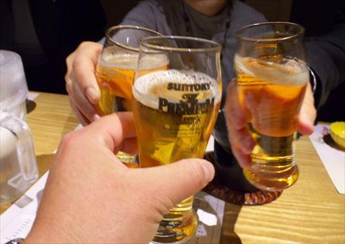 幹事「皆ビールでいい?」ワイ「酒はダメなんでオレンジジュース下さい」