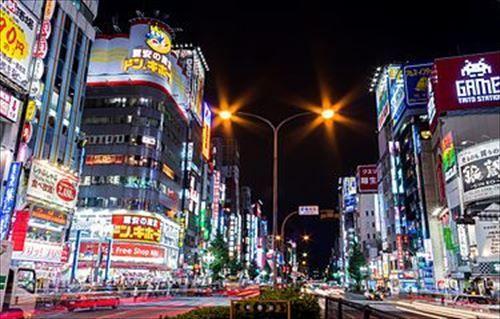 新宿って街の発展度合いに比べてうまい飯屋少なすぎない?