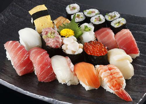 寿司は味の薄いものから食べていくのが普通なの?