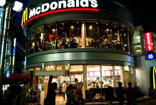 Mcdonald's_in_Machida_at_night_R