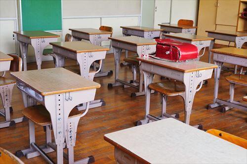 小学生「掃除なんて業者に頼めば良いのに」教師「皆で掃除をするから尊いんだ。絆が深まるんだ」